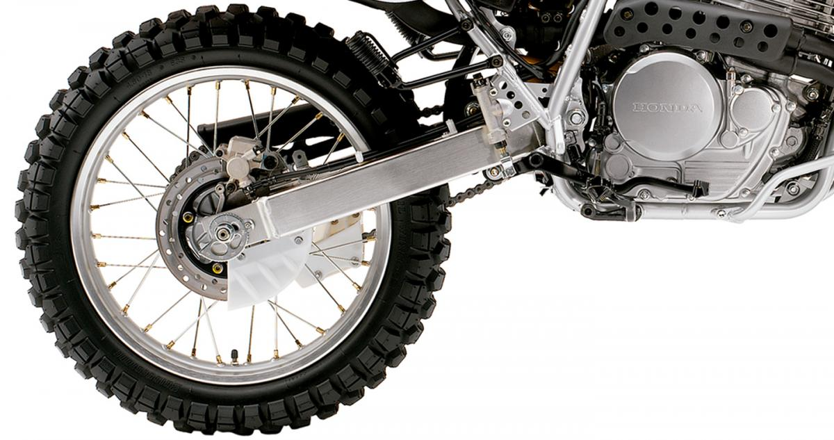 Knobbies presentes en las ruedas de la XR 650L